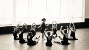 niños aprendiendo flamenco